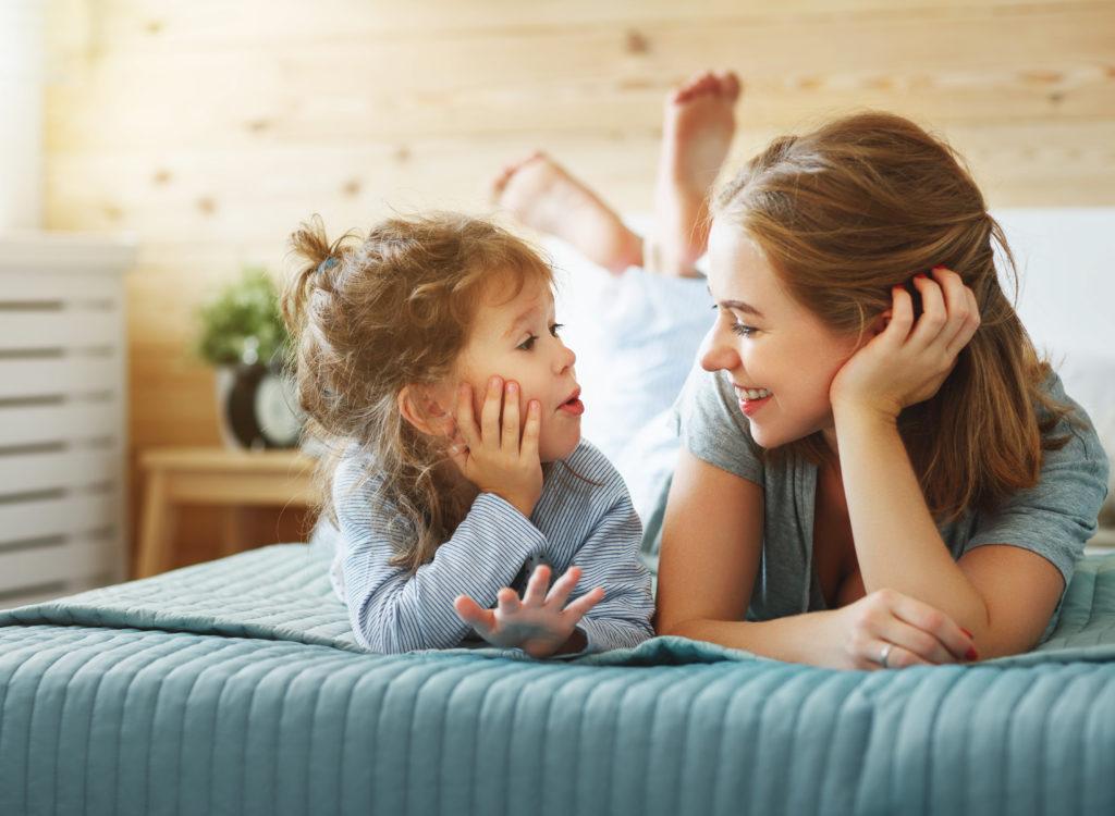 Quá trình phát triển của trẻ nhỏ dựa vào việc dạy con của bố mẹ