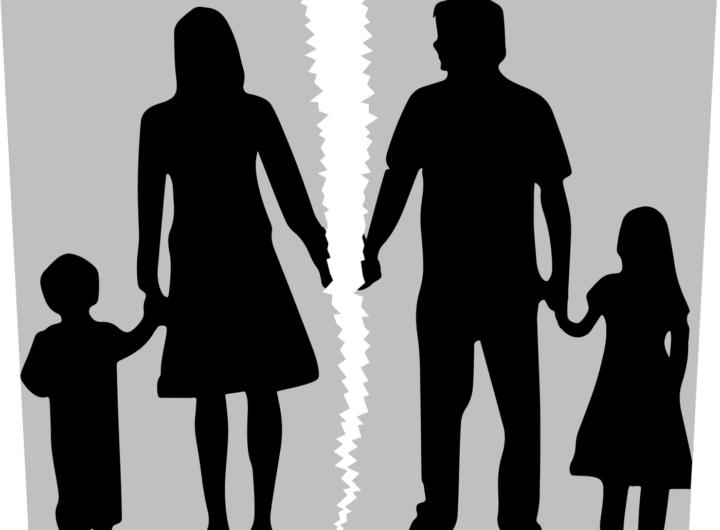 Gia đình đổ vỡ có những biểu hiện thế nào?